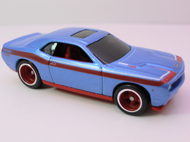 hot wheels garage 2008 dodge challenger srt8 blue (3)