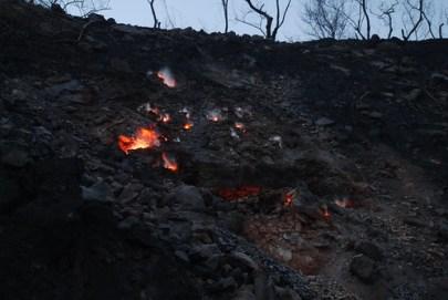 Brennende Kohlehalde in Indien