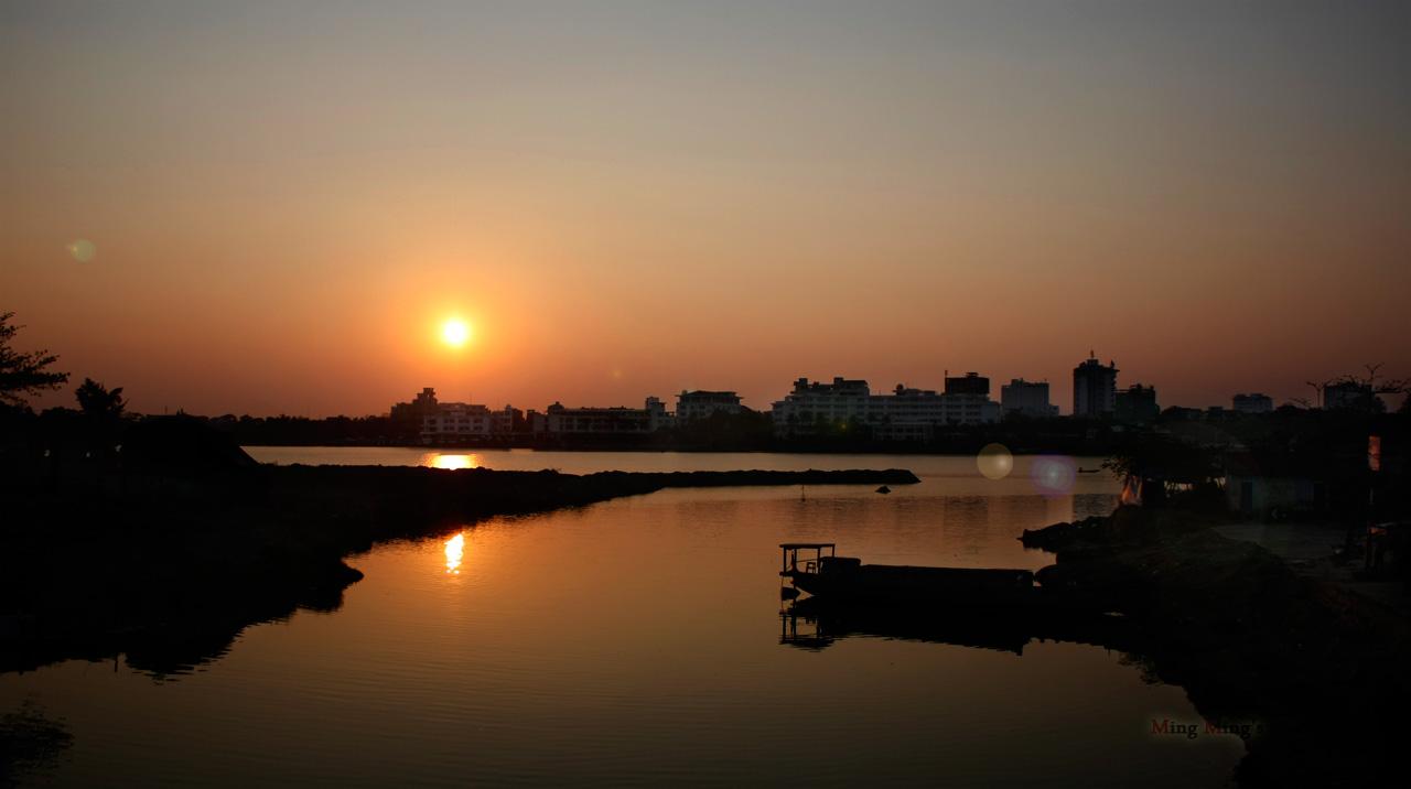 Thức dậy cùng sông Hương