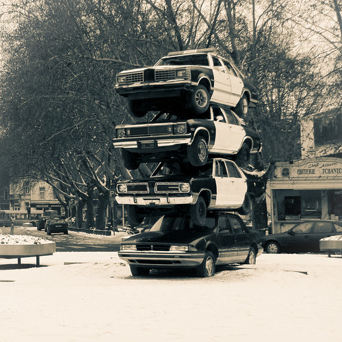 Car Totem (art installation, Liege) - Photo : Gilderic