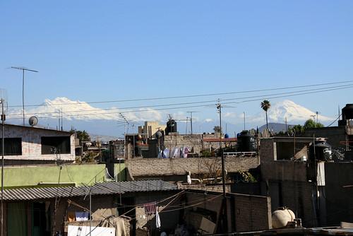 Iztaccíhuatl y Popocatépetl-The Shock Treatment/Flickr