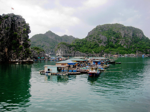 village (halong bay)