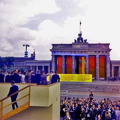 """Neonazis hatten zum Marsch auf Berlin am 11. Januar 2012 aufgerufen: """"WEG MIT DEM SCHAF IM WULFFSPELZ!!!"""" skandierten sie..."""