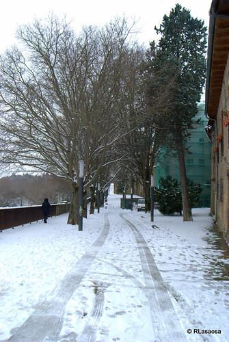 Vista de la Ronda del Obispo Barbazán, paseo peatonal situado justo detrás de la Catedral de Pamplona, que recorre la línea de murallas existente entre el baluarte de Labrit y el baluarte del Redín