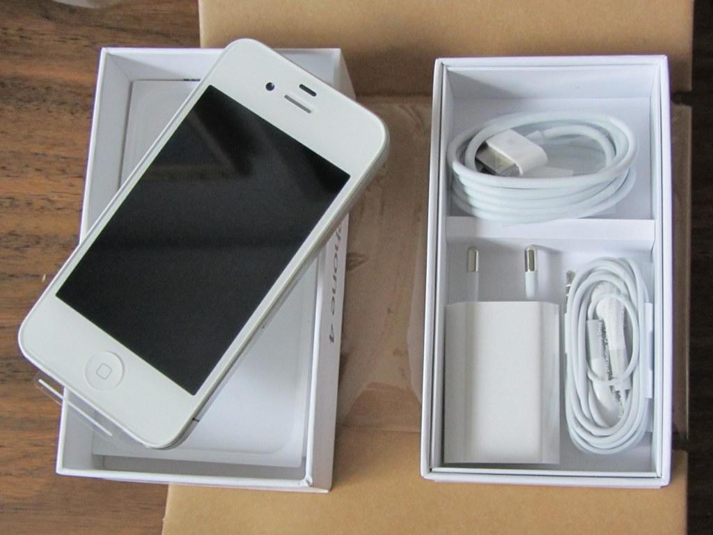 Desempaquetando un iPhone 4 blanco