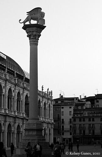 Vicenza, Venice on dry land, Andrea Palladio, architecture, San Marco, piazzo, square, column, Basilica Palladiana