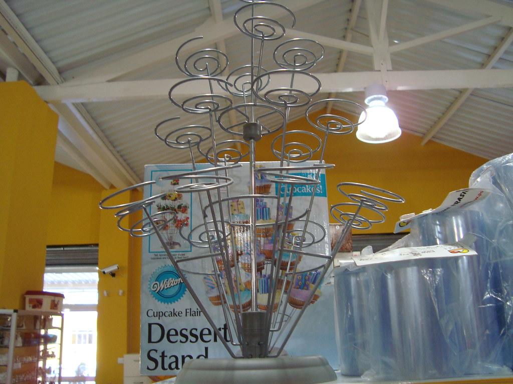Um sonho de consumo. O suporte para cupcakes wilton.. pena que  custa mais do que R$100,00