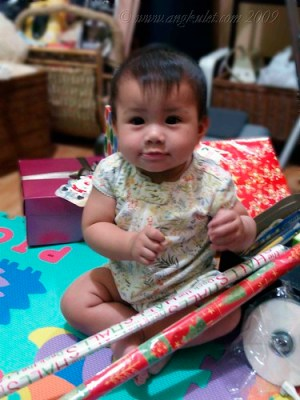 Christmas wrapping with Lia 1