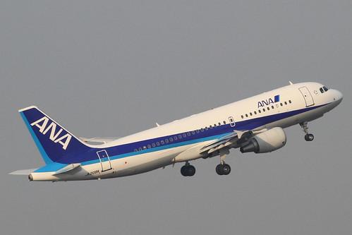 ANA A320-200(JA208A)
