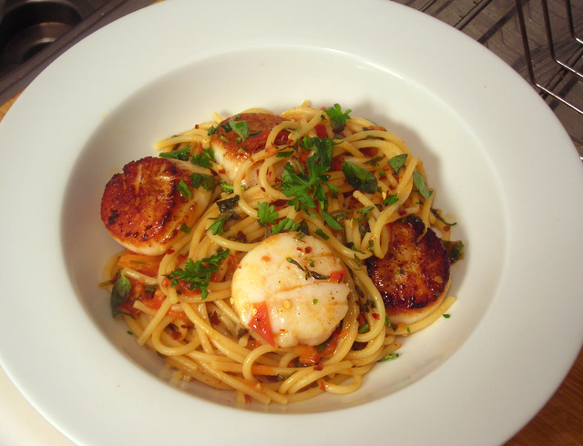 Spaghetti with scallops, Jersey tomatoes and herbs