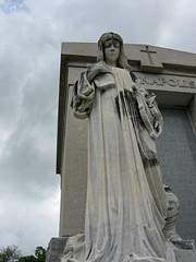L Denapolis statue