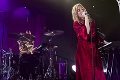 """Austra - Sala Apolo, abril 2017 - 2 - M63C2095 • <a style=""""font-size:0.8em;"""" href=""""http://www.flickr.com/photos/10290099@N07/33179467983/"""" target=""""_blank"""">View on Flickr</a>"""