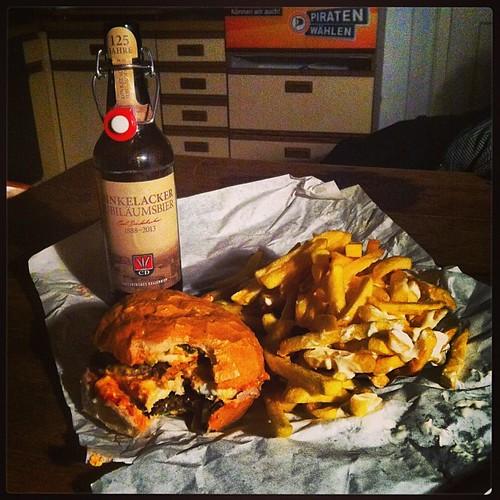 Doublechegg #Burger von #UdoSnack & kleine Pommes mit Mayo #nomnomnom