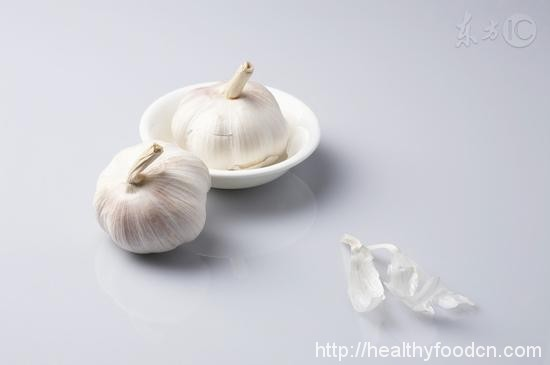 Tips  Man eating garlic has drawbacks 34321699276_ce1d30c4e1_o