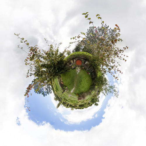 Hobbiton Movie Set - Little Planet