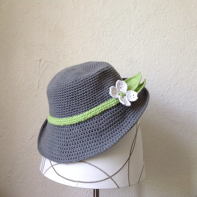free pattern brimmed womans hat crochet