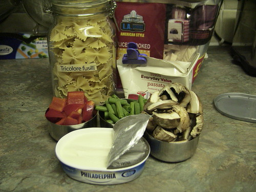 Jar of pasta, cooked chicken, cream cheese, chopped pepper, mushrooms and greenbeans