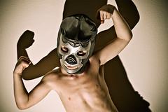 Dieťa v maske