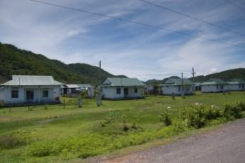Identische Häuser für umgesiedelte Familien