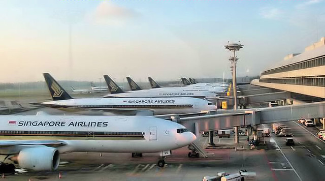 I love Singapore Airlines, two thumbs up!!!!