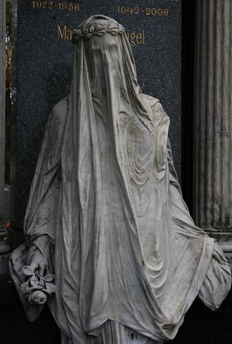 Zentralfriedhof statue