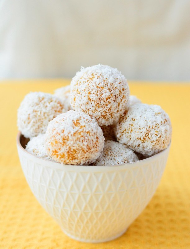 Apricot, Ginger and Coconut Energy Balls