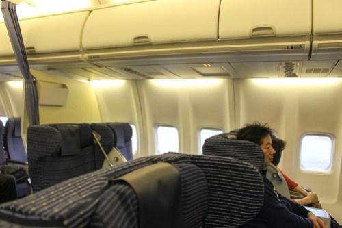 8席中4席が空席