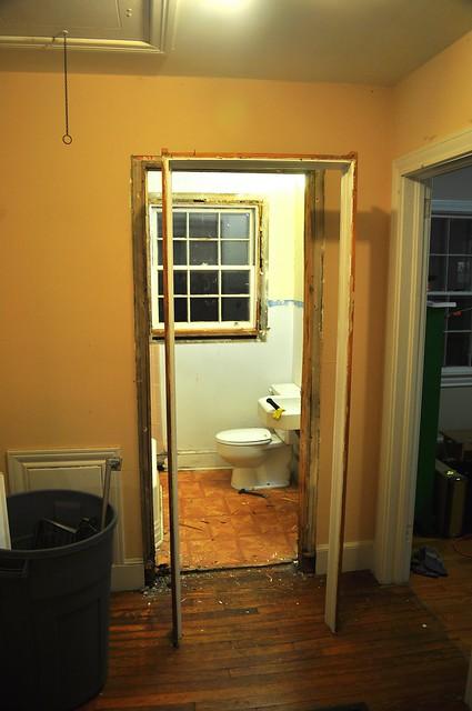 2012-02-04 Bathroom demolition 04