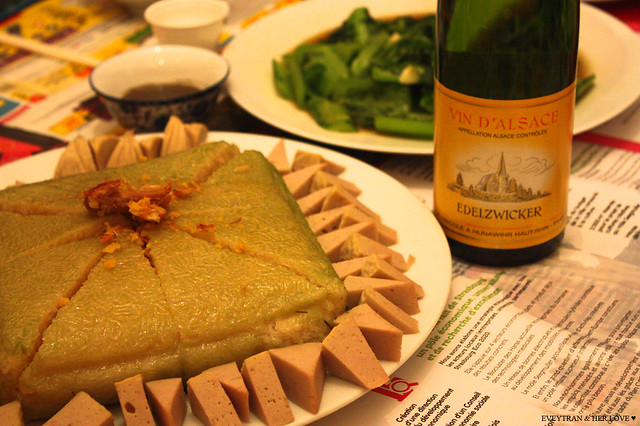 Rượu vang Alsace + Bánh chưng giò lụa :)
