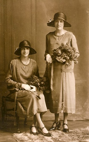 Bridesmaids in 1925 by familytreeuk