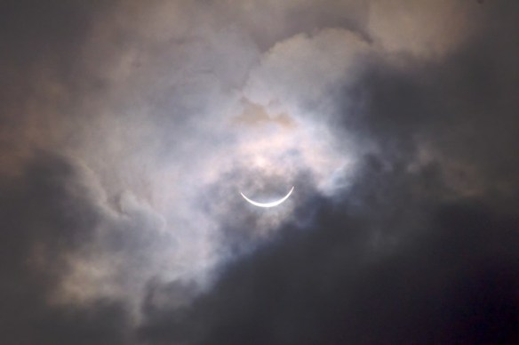 Moganshan, China - 9:30: 3 minutes to go before eclipse totality