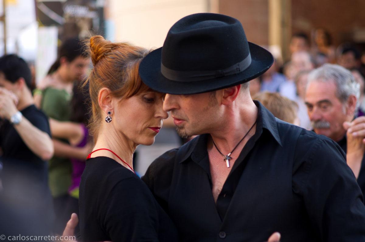 Bailando tango también se lucha