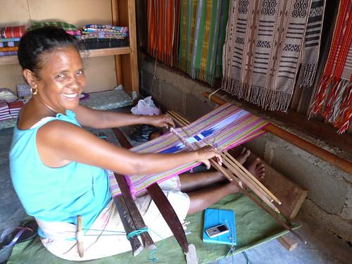 woman weaving tais