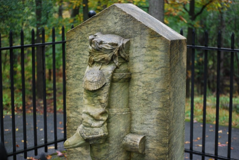 Benedict Arnold - Boot Monument