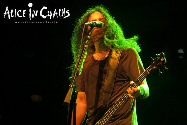 Mike Inez  grooving out - Singapore Rock Fest 2014