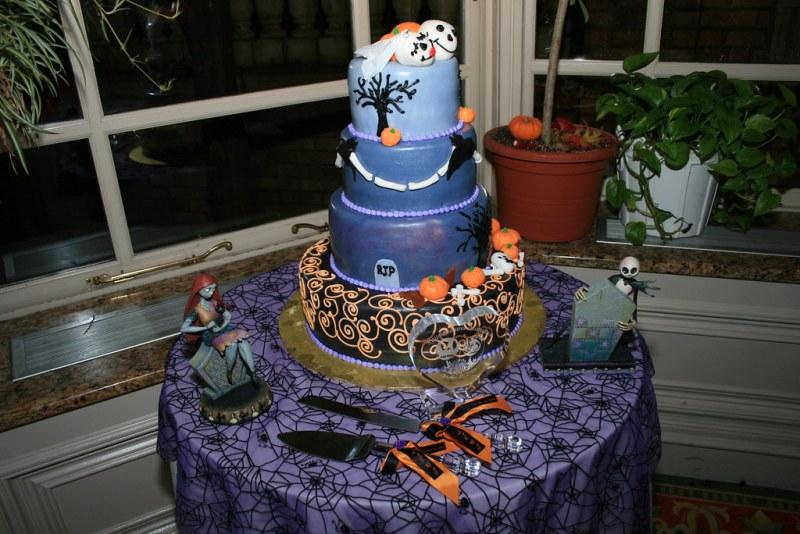 Spookily delicious Halloween wedding cakes | Offbeat Bride