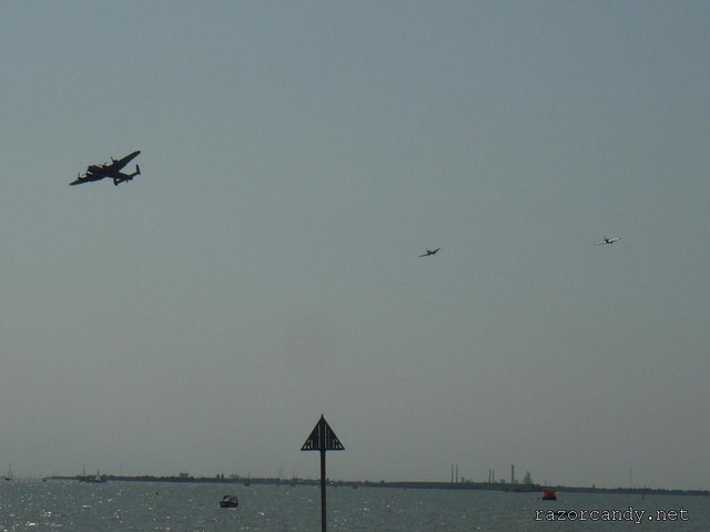 4 P1080862 the Battle of Britain Memorial Flight (spitfire + hurricane + lancaster) _ Southend - 2009 (24th May)