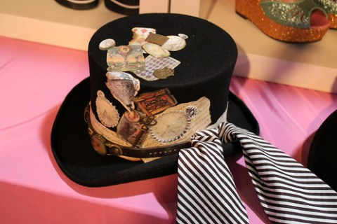 Awesome top hat at LunieShop