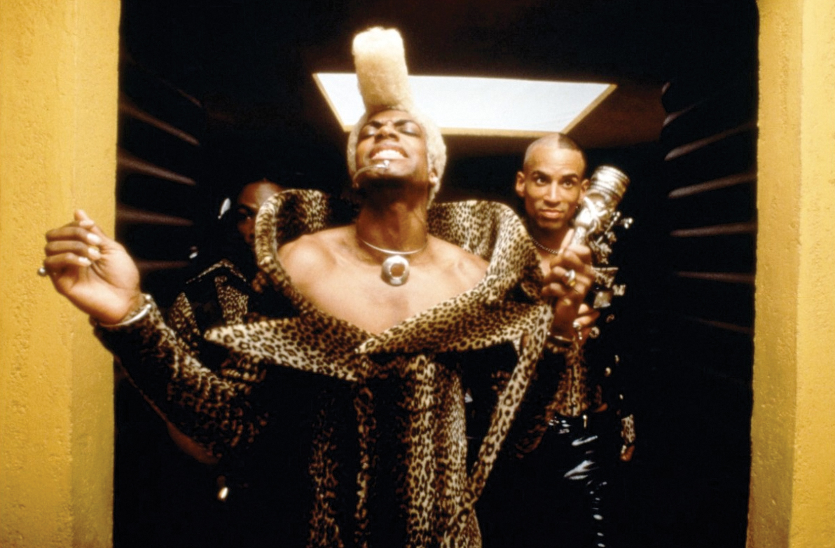 Ruby Rhod (played by Chris Tucker)
