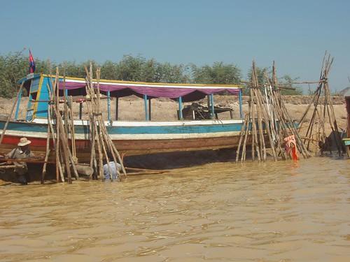 201003060241_Tonle-Sap-boatyard