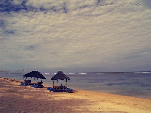Huts outside Puerto del Sol Beach Resort