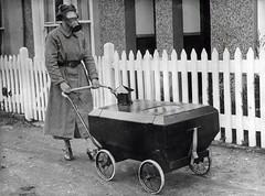 Gasaanvalbestendige kinderwagen / Gas war resistant pram