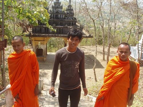 201002050223_Phnom-Chisor-monks