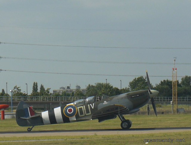 19 P1130915 spitfire _ City Airport - 2009 (4th July)