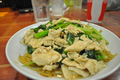 Chicken choy sum fried noodles