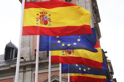 Banderas de España y la Unión Europea
