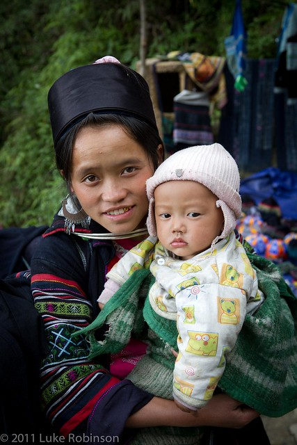 H'Mong mother and child, near Sapa