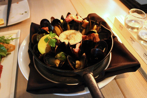 Cast Iron Baked Mussels