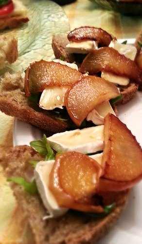 Carmelized pear, brie, and arugula by pipsyq