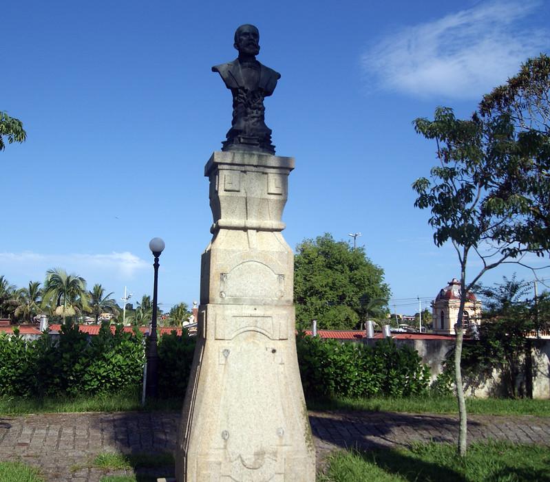 Praças são alvos de furtos de placa de bronze e prefeitura não repõe identificação 10